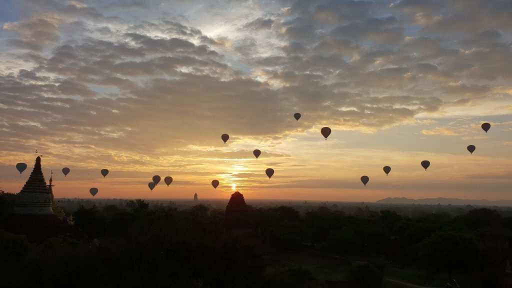 Lever de soleil Bagan parmi les plus beaux endroits du monde