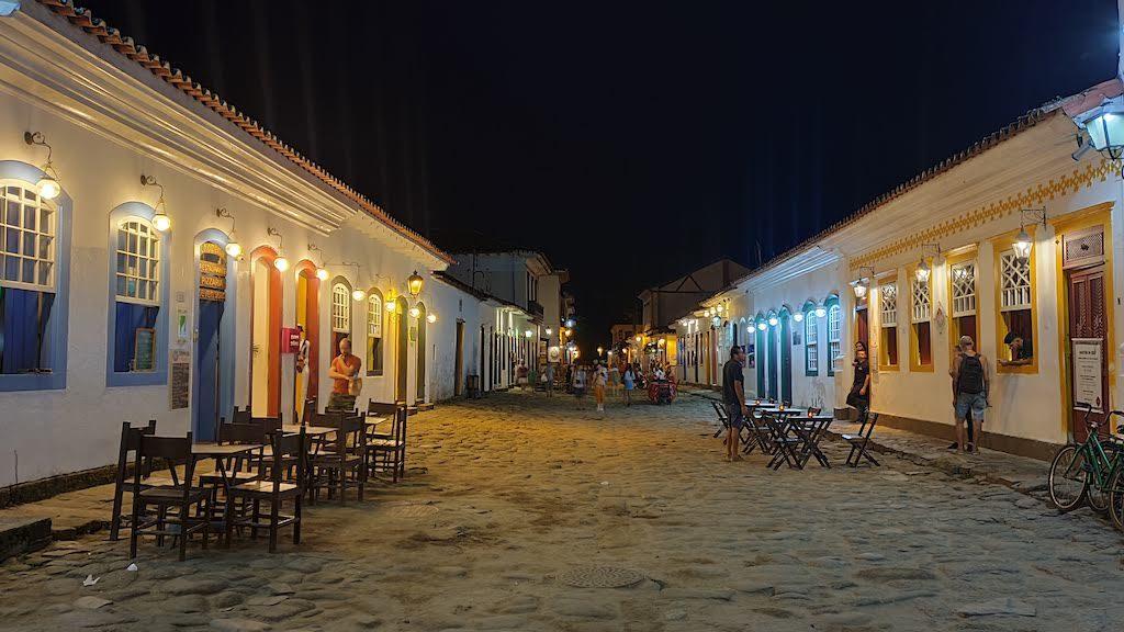 paraty rue nuit
