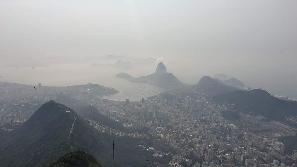 vue sur la baie avec un peu de brume