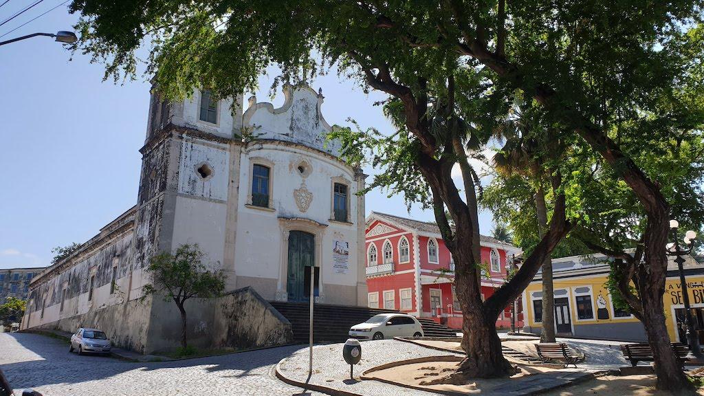 Praça Joao Alfredo et Igreja de Sao Pedro